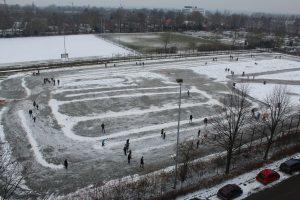 Uitzicht Hof van Sliedrecht op de ijsbaan